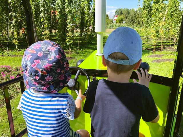 Traktor fahren im Ravensburger Spieleland